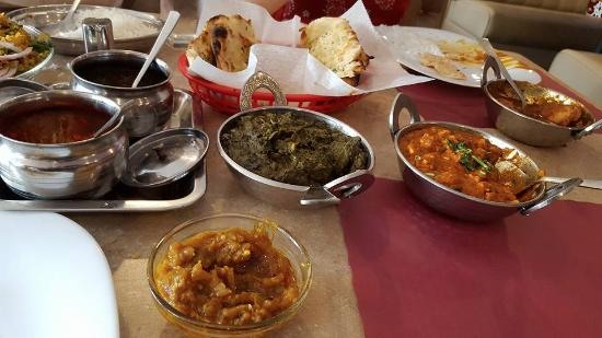 Apna Punjab fine indian cuisine: Never knew spinach could taste so good!