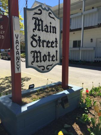 Main Street Motel: photo1.jpg