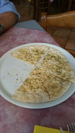 """Trattoria Pizzeria """"LA TORRE"""": focaccia di soia, come spuntino in attesa delle portate"""