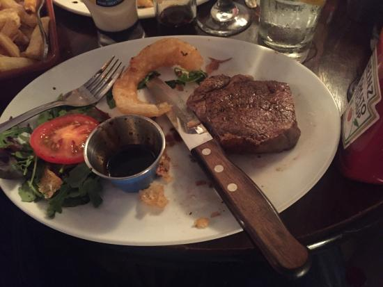 Dungarvan, Irlanda: Half of my steak. This was by far the best steak I've ever had. An exceptional gastronomic exper