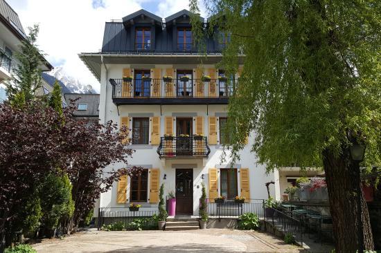 Hotel du Clocher: La facade de l'hotel