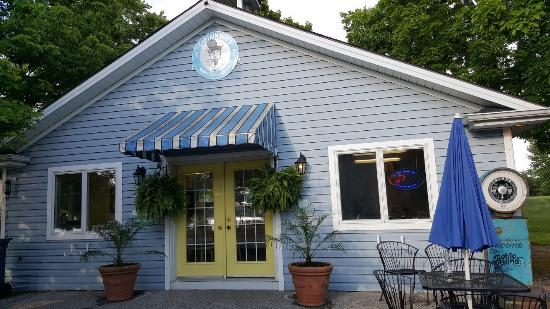 Amherstburg, Канада: Captain Bob's Island Ice Cream & Coffee Cabin