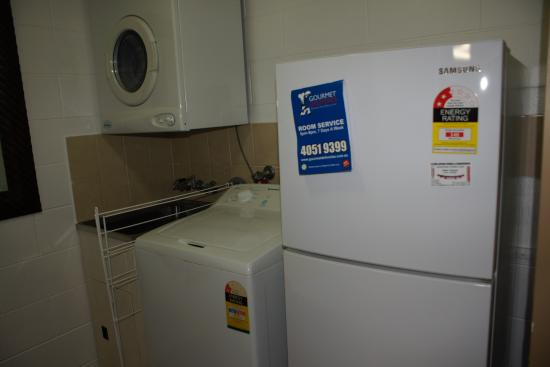Cascade Gardens: Small laundry area in the room