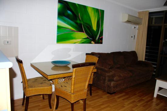 Cascade Gardens: Dining area in suite