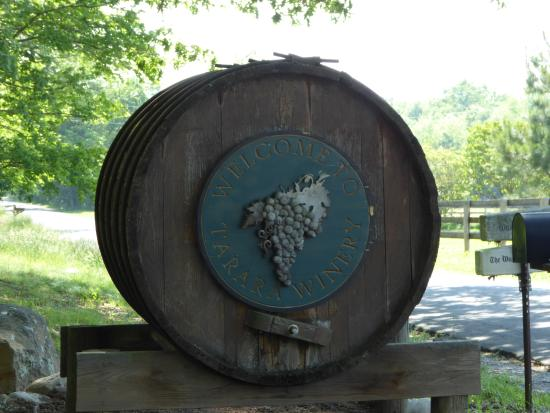Leesburg, VA: Wine Barrel Sign
