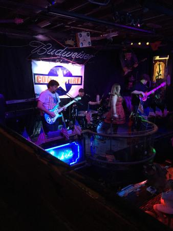 Indialantic, FL: Excellent time at Lou's blues live band great drinks and good food. They had an awesome band cal