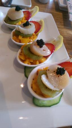 Coba Sushi: Yuzu scallops