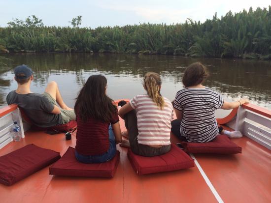 Rimba Orangutan Eco Lodge: River cruising.