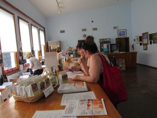 Cutchogue, estado de Nueva York: The main house, ordering wine bottles