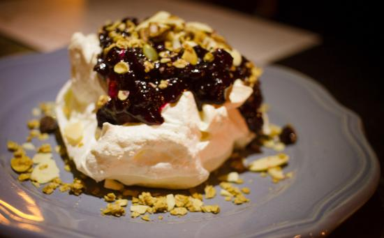 Chinched Bistro : House-made Pavlova