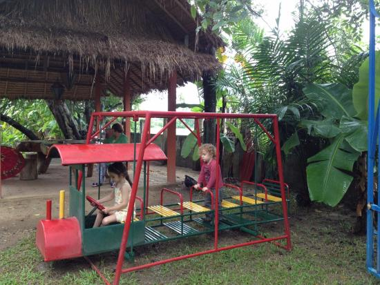 Secret Garden Chiang Mai: the kids loved the swing