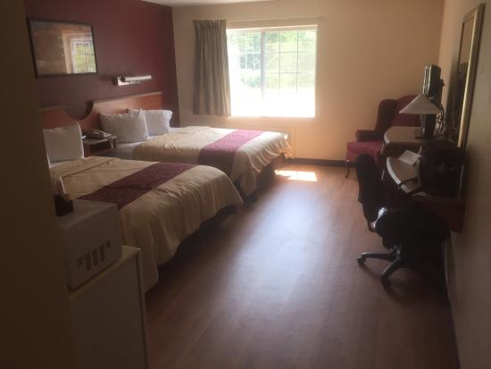 Red Roof Inn: The Room Has Been Newly Renovated. Renovation To Other Rooms  Is