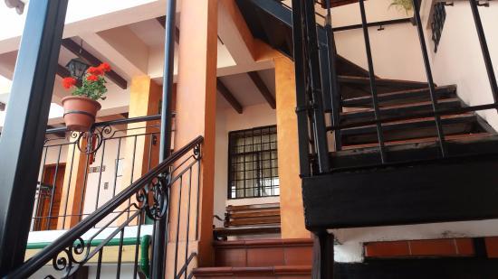 Hostal Rincon Familiar: Desde la escalera hacia las habitaciones