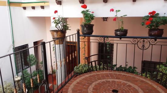 Hostal Rincon Familiar: Desde el descanso de la escalera hacia las habitaciones