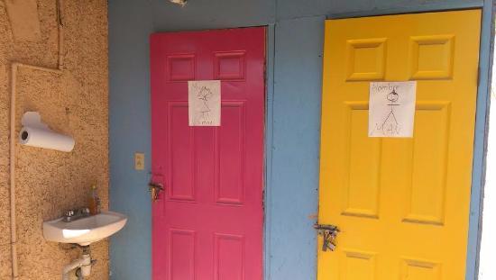 Orlando's Restaurante: Your Classic Bathroom