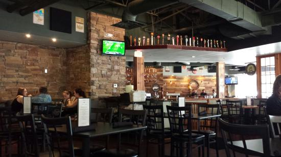 The White Oak Tavern: Beautiful Dining Room!