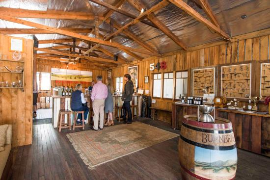 Burnbrae Vineyard and Winery: Wine Tasting