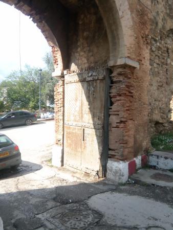 porte droite (cote interieur de la citadelle) de beb el fouka bejaia