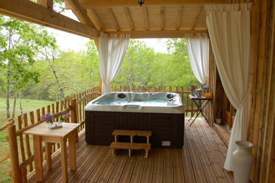Mauzac-et-Grand-Castang, Frankrike: Le Spa de la cabane