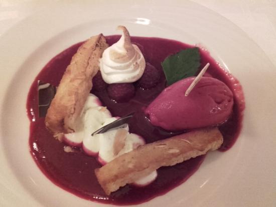 Saverne, Prancis: dessert aux framboises