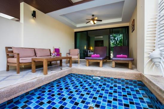 Crown Lanta Resort & Spa: Pool Access