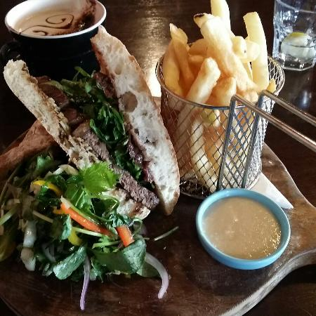 Gisborne, Nya Zeeland: That is one enormous 'minute' steak!