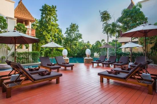 Crown Lanta Resort & Spa: Pool Access Lounge Area