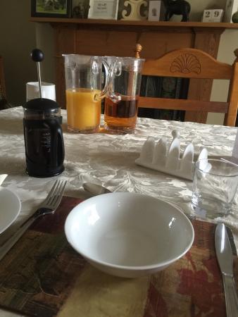 Halkirk, UK: Waiting for Senga to prepare my breakfast - feeling pampered!