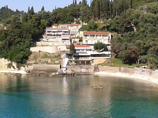 l'hotel visto da lontano - Picture of Dolphin Snackbar and