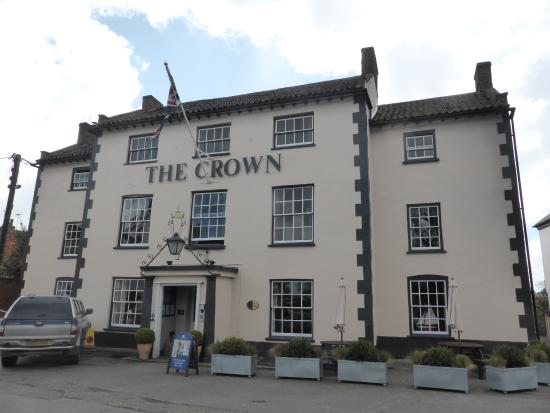 wells next the sea picture of the crown hotel wells. Black Bedroom Furniture Sets. Home Design Ideas