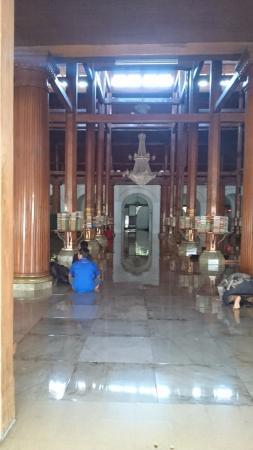 Mesjid Ampel: Salah Satu Lorong Masjid
