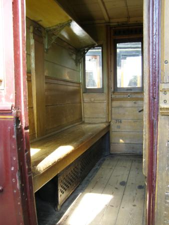 The Danish Railway Museum: 3.klasse træbænke fra år 1900.