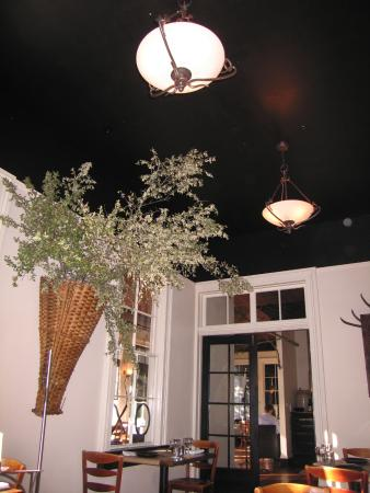 Sir and Star: Dining Area