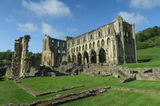 Helmsley, UK: Main frontage of the Abbey
