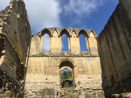 Helmsley, UK: High vaulted walls and arches