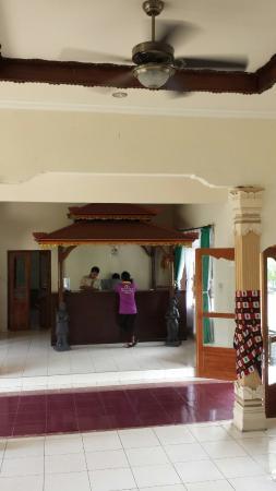 Lovina Beach Hotel: 20160528_091340_large.jpg