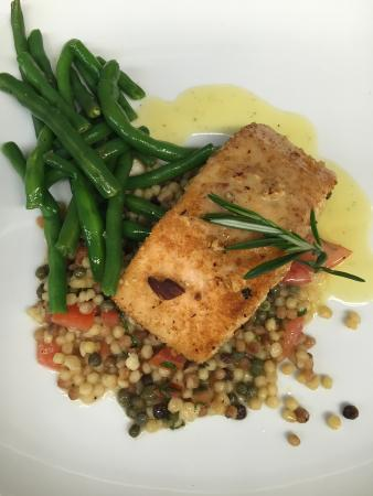 Vivo Country Italian Kitchen & Bar: Almond Panko Crusted Salmon