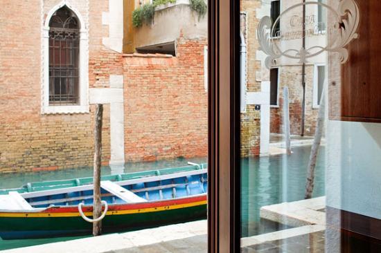 Casa Rezzonico: Particolare canale
