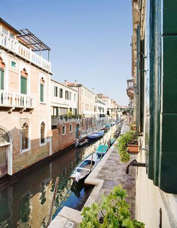 Casa Rezzonico: Vista canale di S.Barnaba