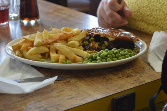 Jenny's: Pie and chips