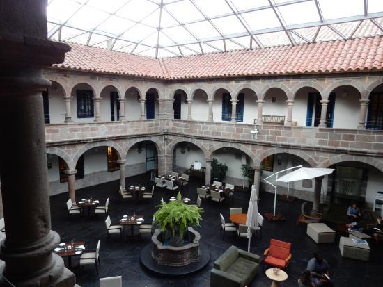 Novotel Cusco: Pátio interno (visão diurna)