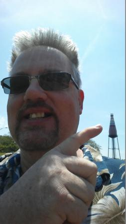 World's Largest Catsup Bottle: funny selfie