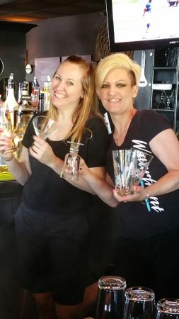 Pickering, Canadá: A great bartender and server make you feel welcome and keep you smiling