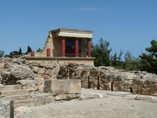 Knossos Archaeological Site: een klein deeltje van de site je krijgt er een heel goed beeld van hoe groot het moet geweest zi