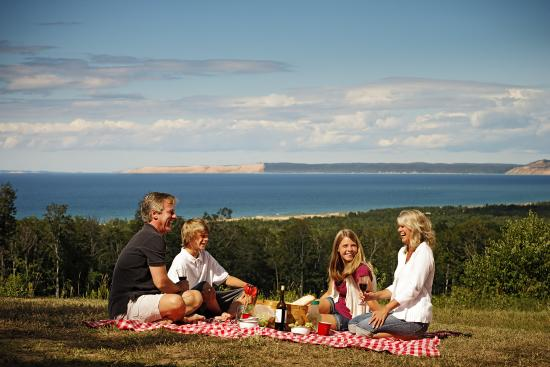Frankfort, MI: Picnic at the View