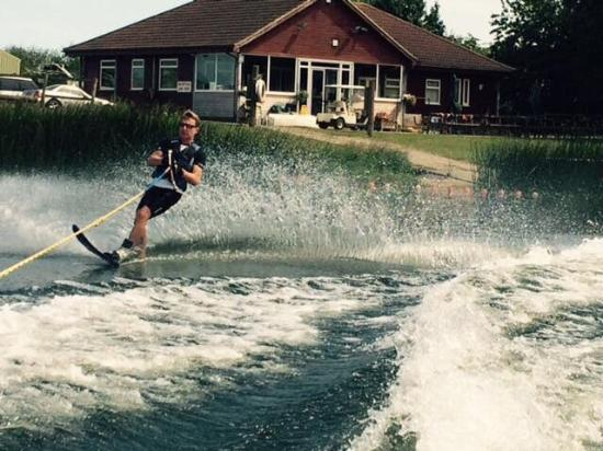 ‪‪Brandesburton‬, UK: Billabong Watersports & Caravan Park‬