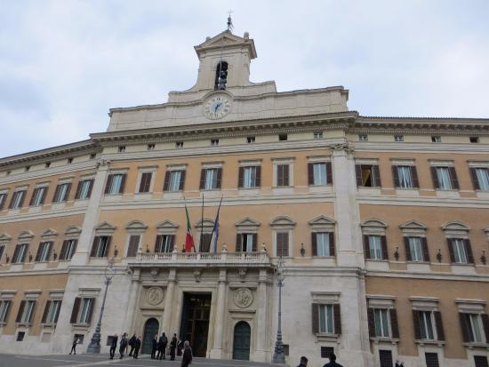The top 10 things to do near hotel nazionale rome for Sede camera deputati