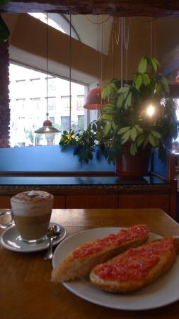 la Taperia del Prado : desayuno