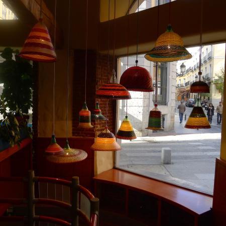 la Taperia del Prado : lámparas y plaza plateria
