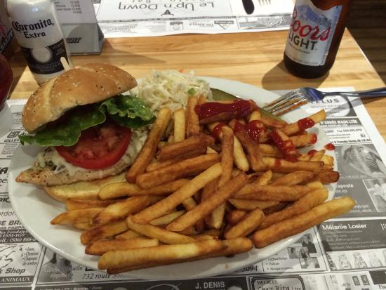 Tracadie-Sheila, Canada: Chicken burger, fries, and a Coors light.